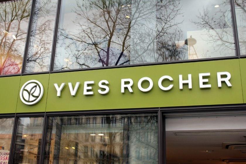 YR på Champs-Élysées