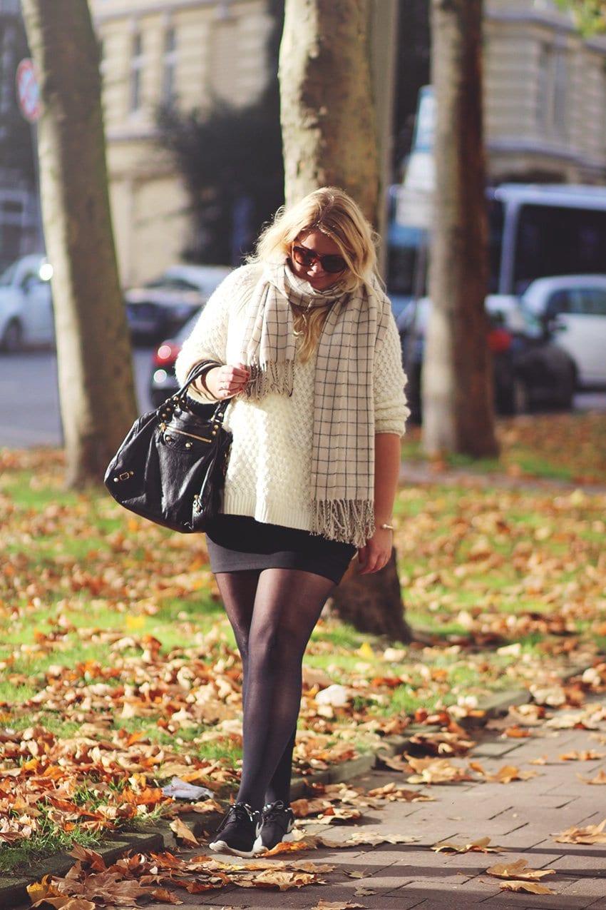 OUTFIT <i>- Oversize strik, nederdel og Nike Roshe</i>