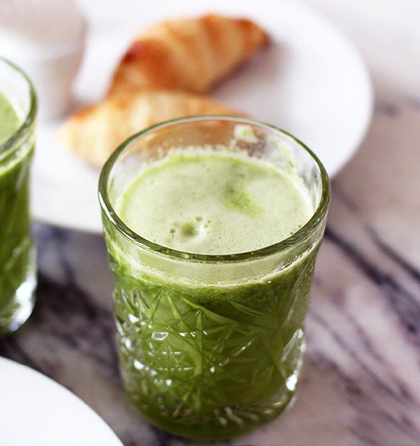 WEEKEND <i>- morgenmad på sengen og en grøn juice-favorit</i>