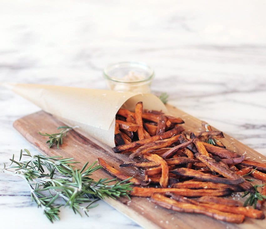 OPSKRIFT - sweet potato fries med parmesan & rosmarin..