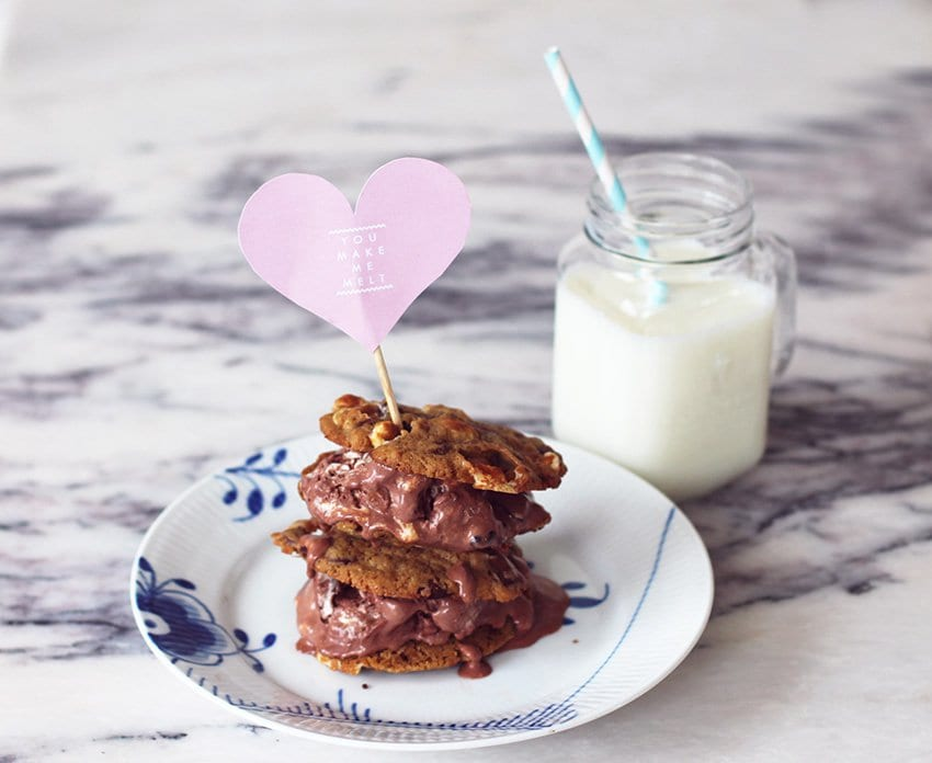 OPSKRIFT<br>- Icecream cookie sandwiches for Valentines?